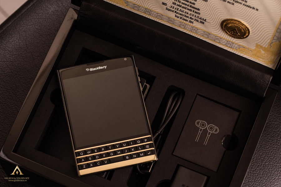 BlackBerry-Passport-Full-Gold-18K-ft-Diamond-Golden-Ace-7