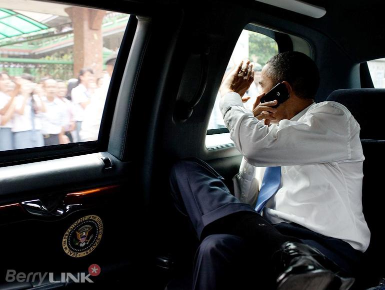obama-blackberry-9900