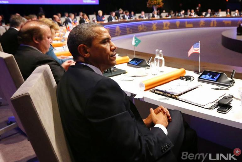 obama-blackberry-nss2014