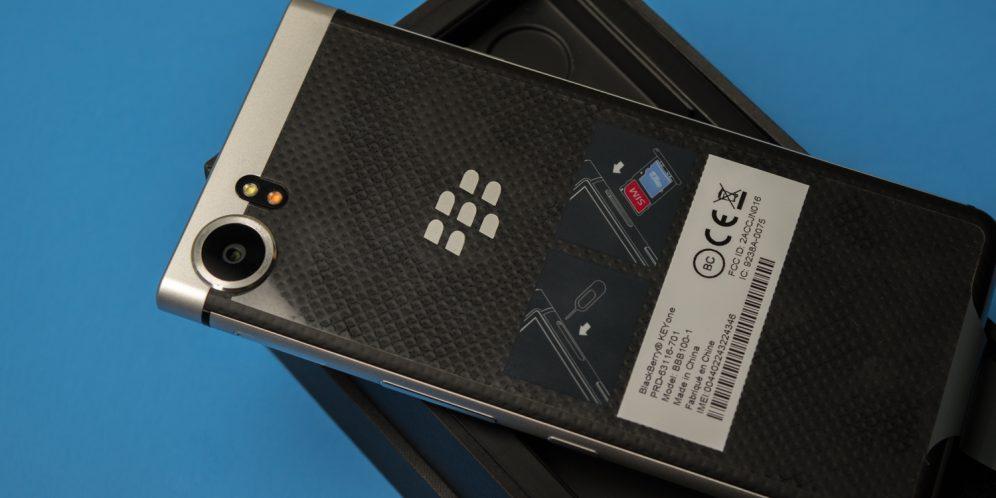 黑莓KEYONE手机背面信息帖码