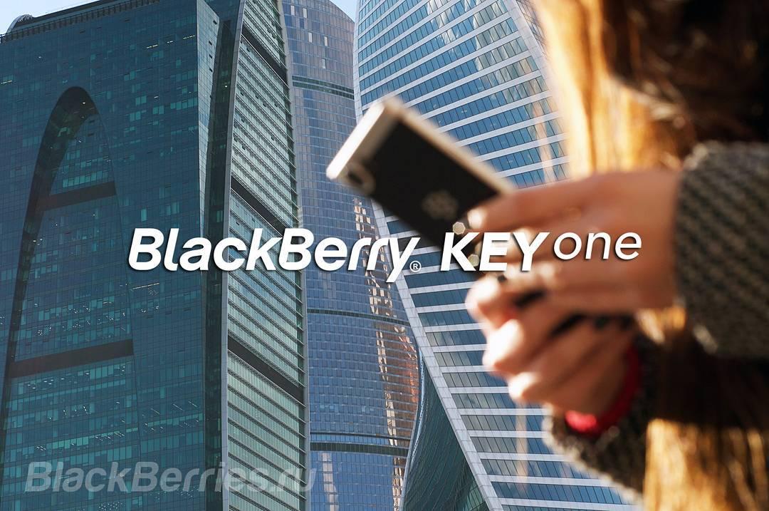 Beauty_model_girl_use_blackberry_keyone