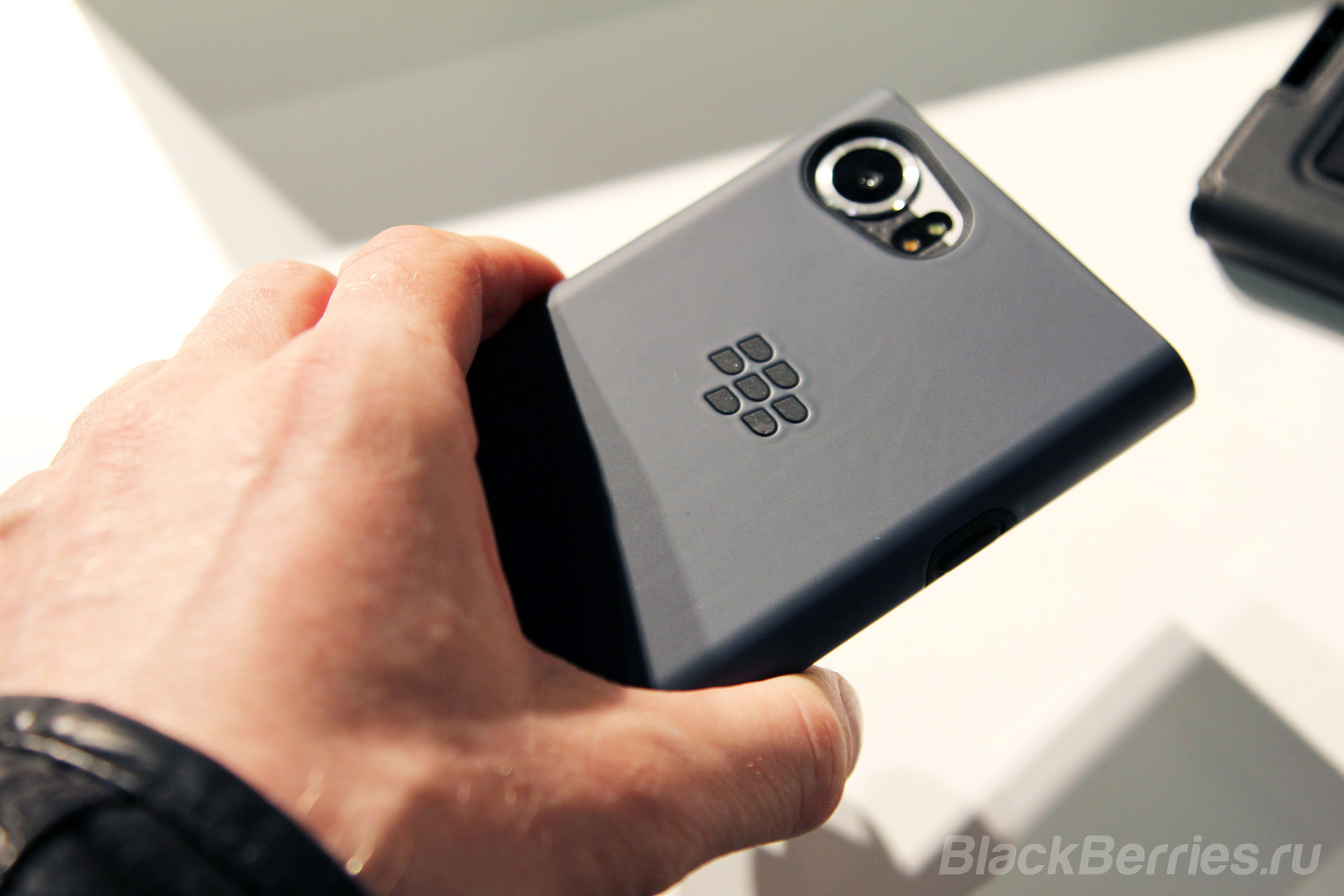 BlackBerry-KEYone-case-12