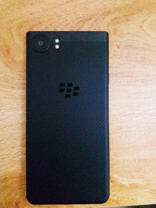 黑色keyone手机背面