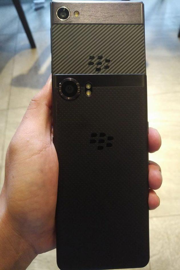 Blackberry krypton phone photos