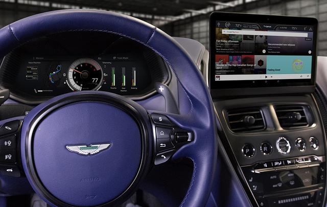2018黑莓QNX概念车Aston Martin