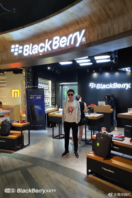 作者在上海黑莓星级店
