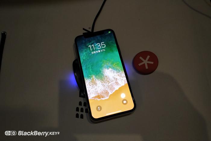 iphone X使用黑莓无线充电器
