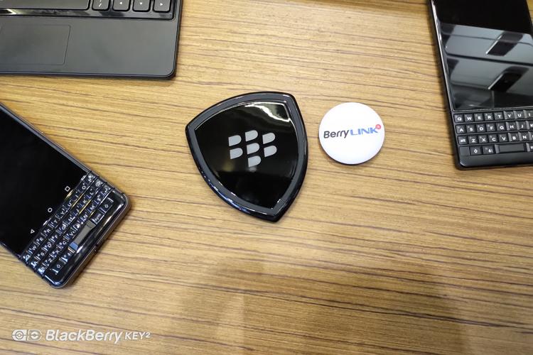 黑莓无线充电器实拍