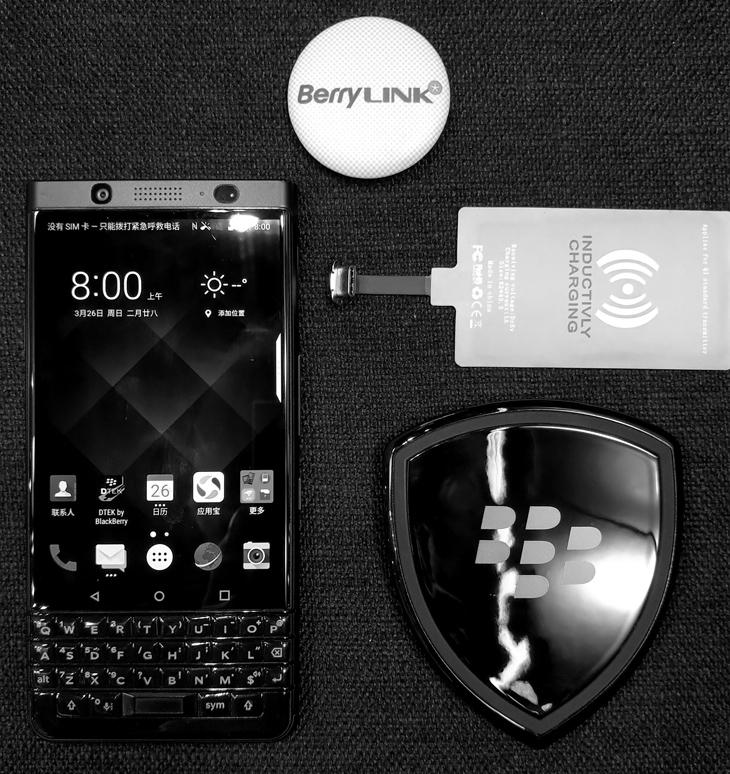 黑莓KEYone 使用无线充电器