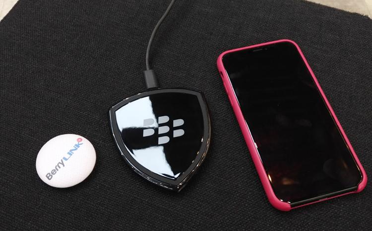 三星Samsung手机使用黑莓无线充电器